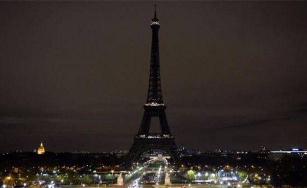 Apagan luces de la Torre Eiffel en homenaje a víctimas de Londres