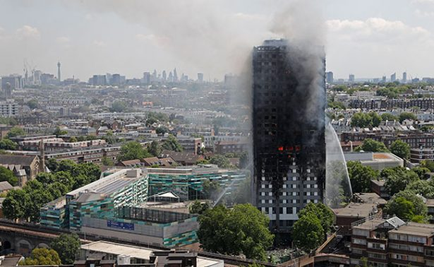 Unos 600 edificios ingleses podrían incendiarse como la Torre de Londres