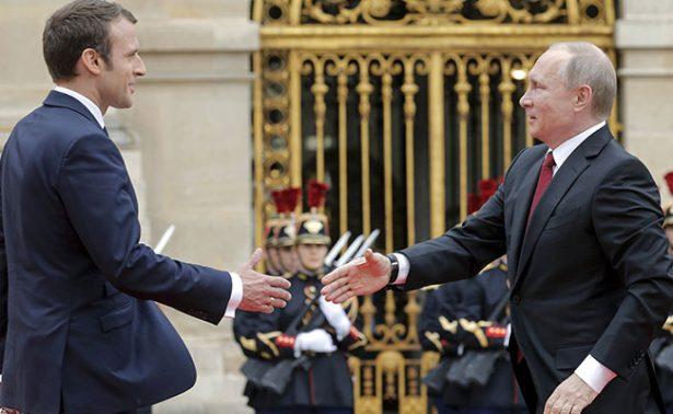 Macron recibe a Putin en Versalles como primera visita de un jefe de Estado