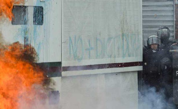 Incendian 51 autobuses en Venezuela; gobierno y oposición se culpan
