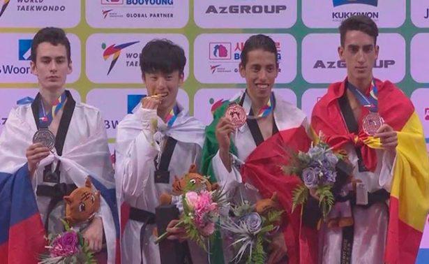 Mexicano Carlos Navarro gana bronce en Mundial de taekwondo