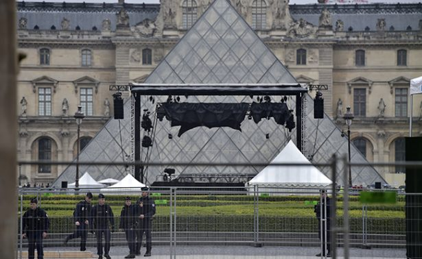 Desalojan brevemente explanada del Louvre tras alerta de seguridad