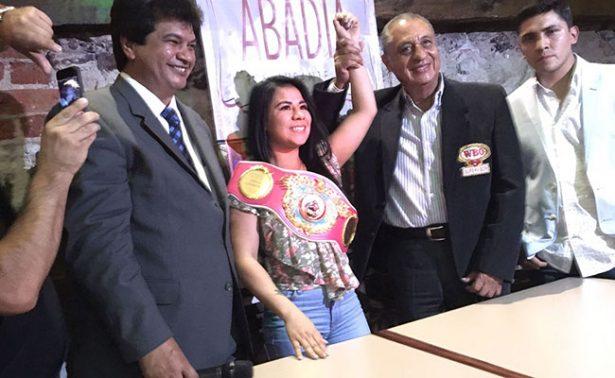 Montserrat Alarcón recibe cinturón WBO