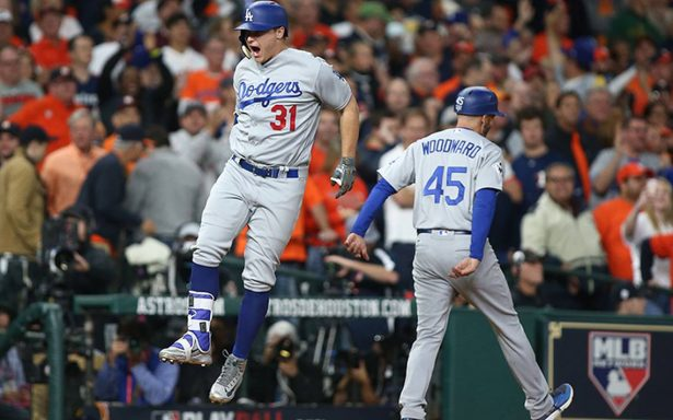 Los Dodgers de Los Ángeles derrotaron anoche 6-2 a los Astros de Houston