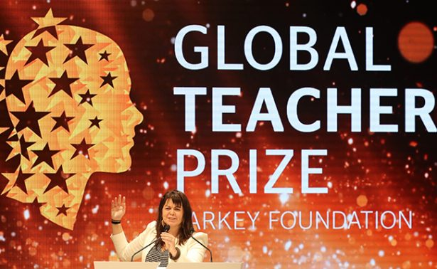 """[Galería] ¡Conoce a la """"mejor profesora del mundo""""!"""