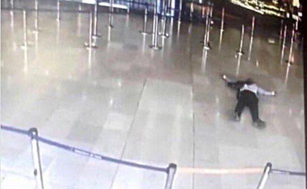 """Abatido en aeropuerto de Orly en París planeaba """"morir por Alá"""""""