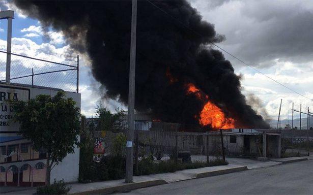 Controlan incendio en bodega de Tultepec