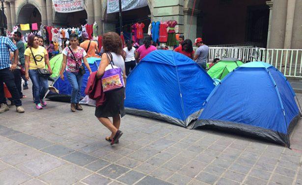 Normalistas vuelven a  tomar el zócalo de Oaxaca