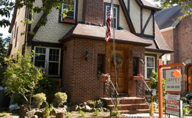 Venden la casa donde nació Trump en Nueva York
