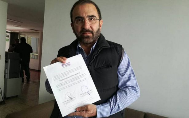 Vicente Fernández Jr recibe constancia de aspirante a gobernador de Jalisco