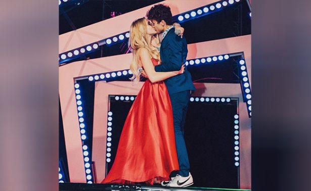 Juanpa Zurita y Lele Pons sellan su amor en premios MTV MIAW 2017