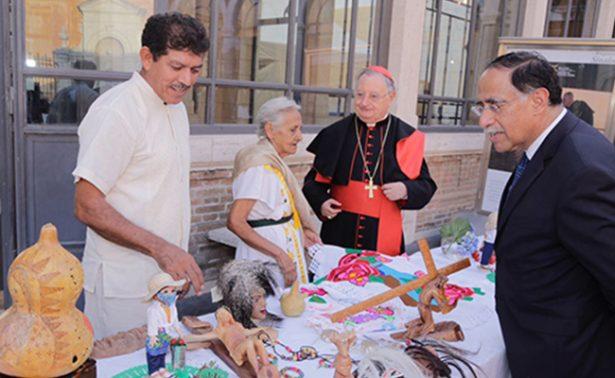 Sinaloenses llegan a El Vaticano con sus artesanías