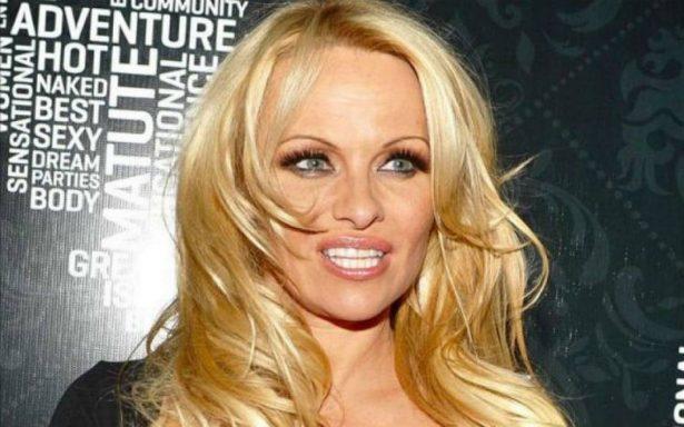 Pamela Anderson critica a mujeres que denunciaron abusos sexuales