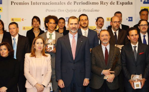 Rey de España entrega premios al periodismo digital
