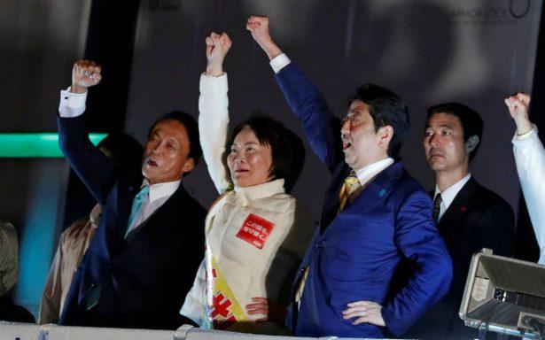 Primer ministro Shinzo Abe consigue victoria electoral en Japón y será reelegido
