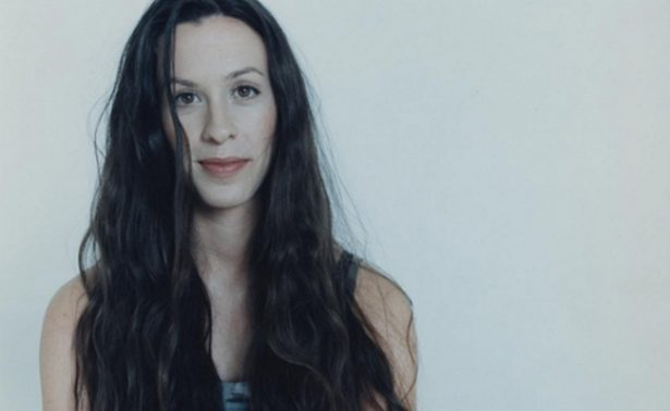 Condena de 6 años de cárcel a ex manager de Alanis Morissette por robarla