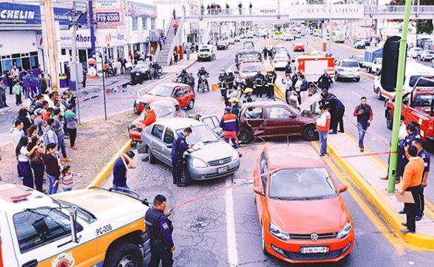 Chofer de torton embiste a 6 autos al huir en Pachuca