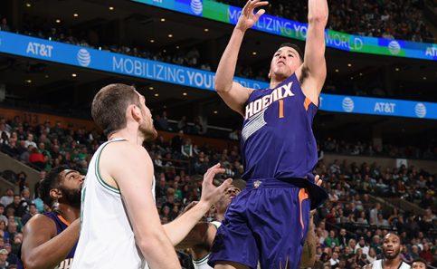 Booker logra históricos 70 puntos en la NBA