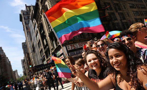 NY alza la voz contra Trump en mega marcha del orgullo gay