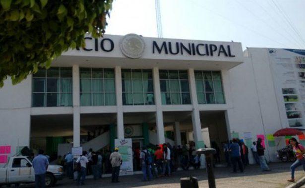Toman presidencia municipal de Lázaro Cárdenas