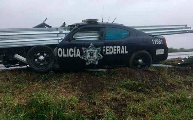 Se accidentan federales por piso mojado en San Luis Potosí