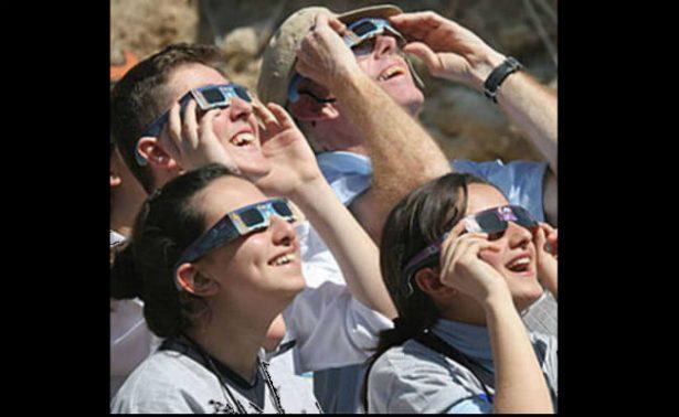 Advierten sobre lentes falsos para observar eclipse solar en EU