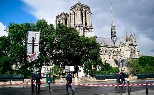 [Video] Refuerzan seguridad cerca de la Catedral de Notre Dame tras ataque a policía