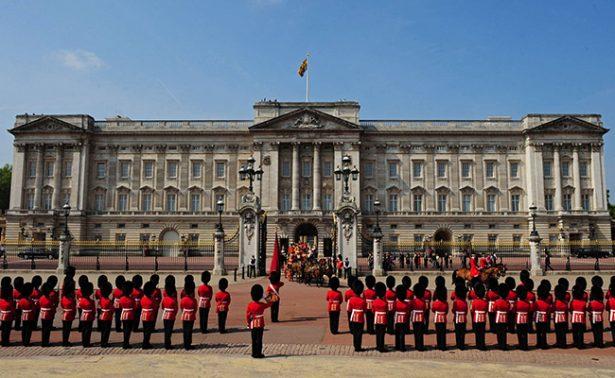 """""""No hay de qué preocuparse"""", explican sobre reunión de emergencia en Palacio de Buckingham"""