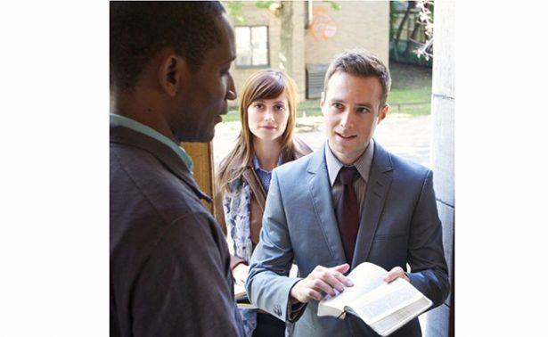 """¿Le abrirías la puerta a los Testigos de Jehová? ¡aguas! son """"ilegales"""""""