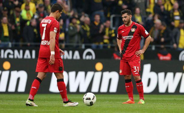 Borussia, sin piedad con Chicharito y lo golea 6-2