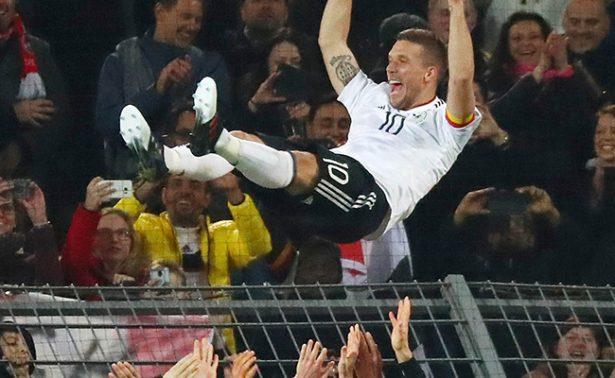 Podolski se despidió de su carrera internacional