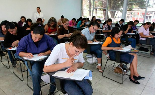 Pese a bloqueos, CNTE cede; maestros acuden a evaluarse