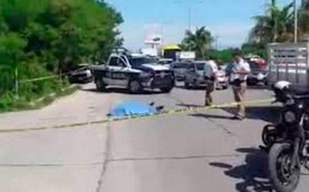 Uber arrolla a dos taxistas en Cancún tras impedirle paso; muere uno