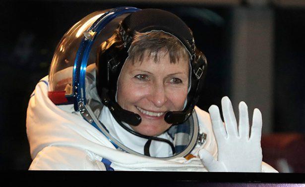 La astronauta más longeva bate récord de caminata espacial
