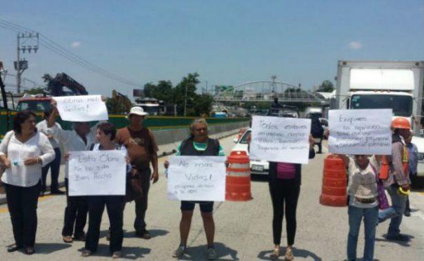 Mujeres hacen bloqueos intermitentes de 30 minutos en el Paso Express