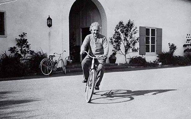 Aparecen notas de Einstein en Tokio: revelan su teoría de la felicidad