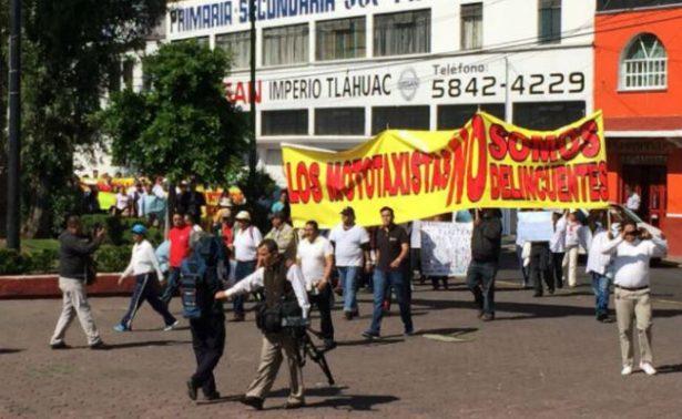 Mototaxistas de Tláhuac marchan contra operativos; exigen diálogo