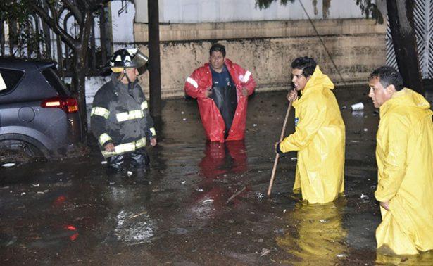 Miles de mexiquenses, afectados por tormenta del jueves