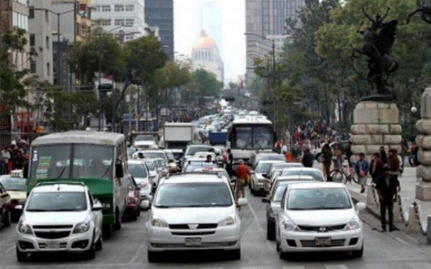 Este jueves descansan vehículos con engomado verde