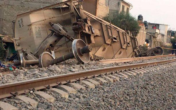 Se descarrila tren en Ecatepec y vagones caen sobre casas; hay 5 muertos