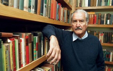 Develan placa en honor a Carlos Fuentes en París