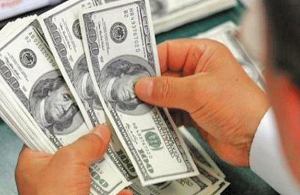 Promedia dólar en 20.30 pesos a la venta en el aeropuerto de la CDMX