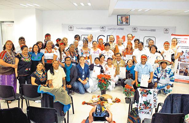 Se especializan con un diplomado, curanderos de la Ciudad de México