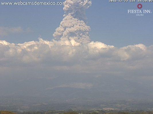 Ruge Volcán El Colima previo a Nochebuena