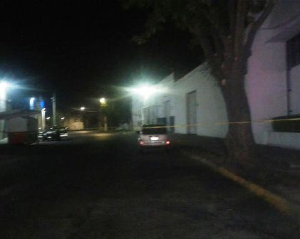 Localizan tres cadáveres violentados a bordo de una camioneta en Guadalajara