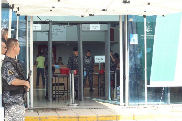 Detienen a policías municipales en Jalisco
