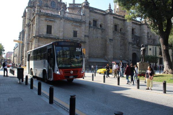 Pararían el 50% de midibuses ante aumento del diesel