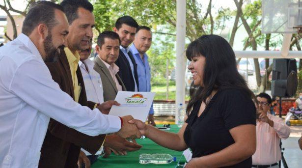 Entregan títulos de propiedad en Tonalá