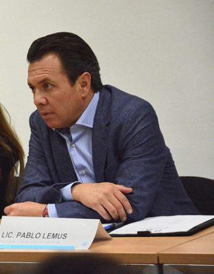 Grupos políticos defienden al magistrado Alberto Barba