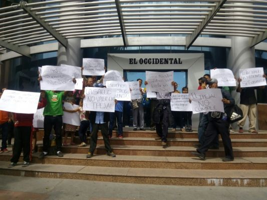 Pensionados piden al Gobernador resolver desabasto de medicamentos
